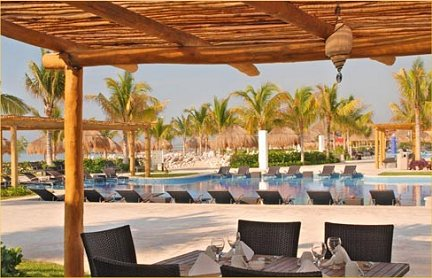 Blue bay grand esmeralda playa del carmen mexico for Blue bay grand esmeralda deluxe v jardin