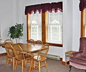 Bid per 7 night stay in a 1 bedroom suite at the crafts for Crafts inn wilmington vt